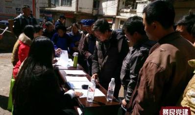 彝良县大学生村官排三班:把法律送到群众身边